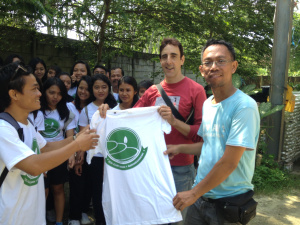 Kadek Donal makes Bali Recycling's Managers honorary Eco Clubbers.